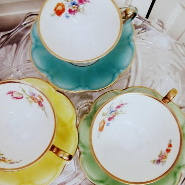 gold rimmed tea cups